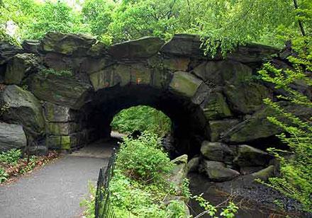 Huddle stone arch