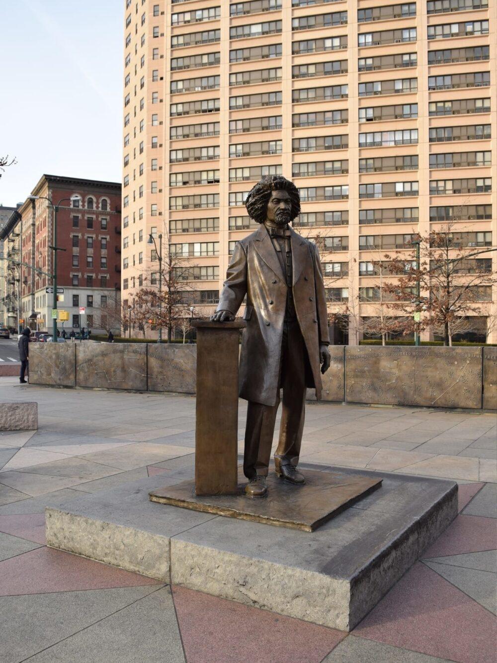Blog tall 2x History Monuments 6