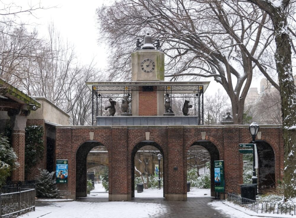 Blog rect 2x Delacorte Clock Entrance
