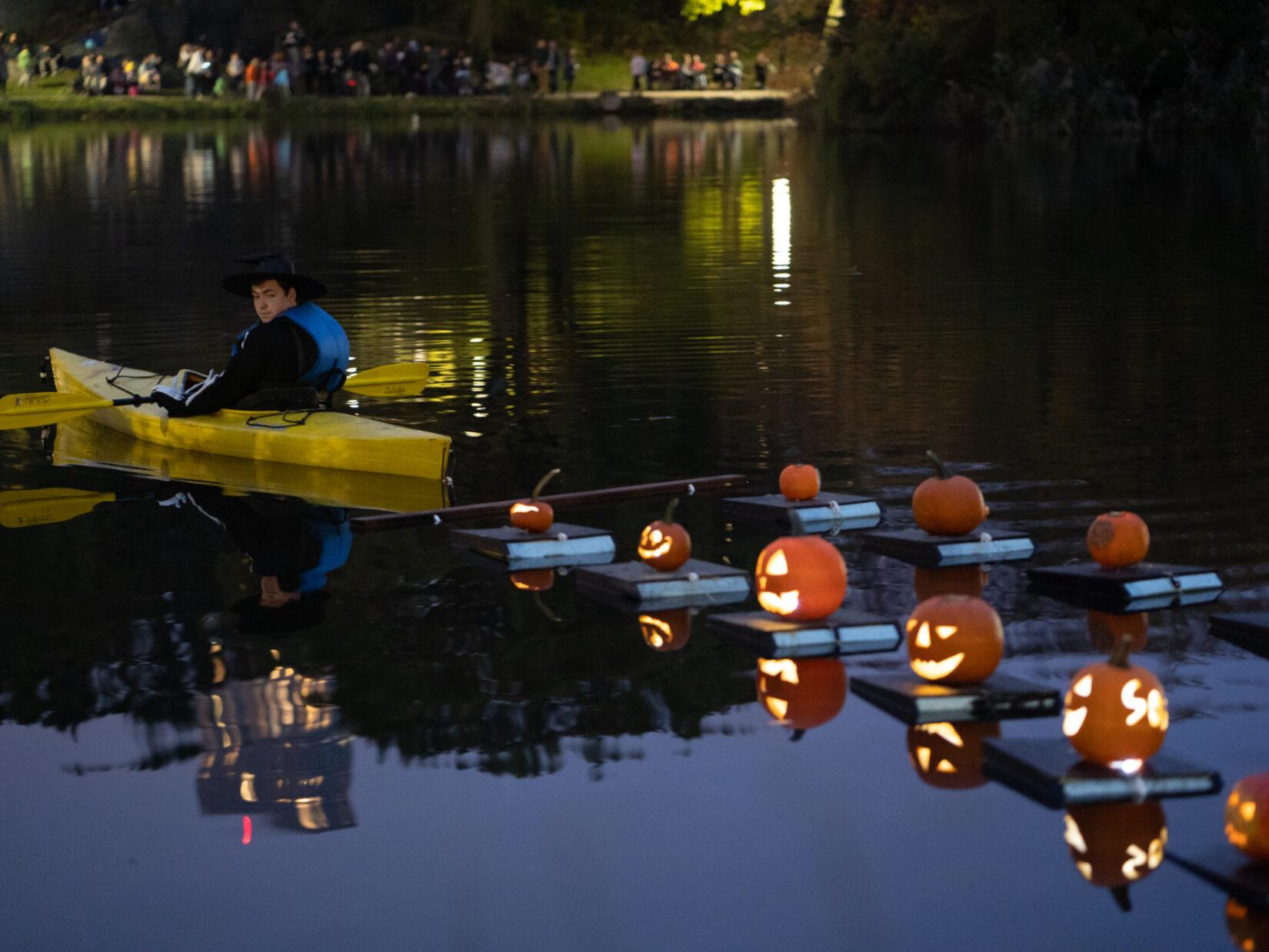 Halloween Pumpkin Flotilla 20191030 06843