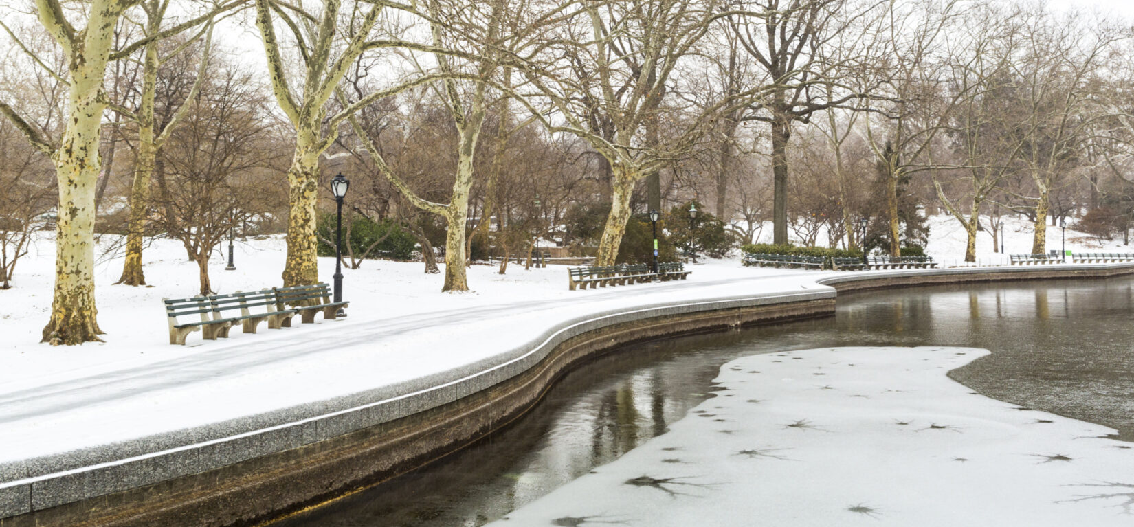 The snow-banked, undulating perimeter defines this wintry view of Conservatory Water