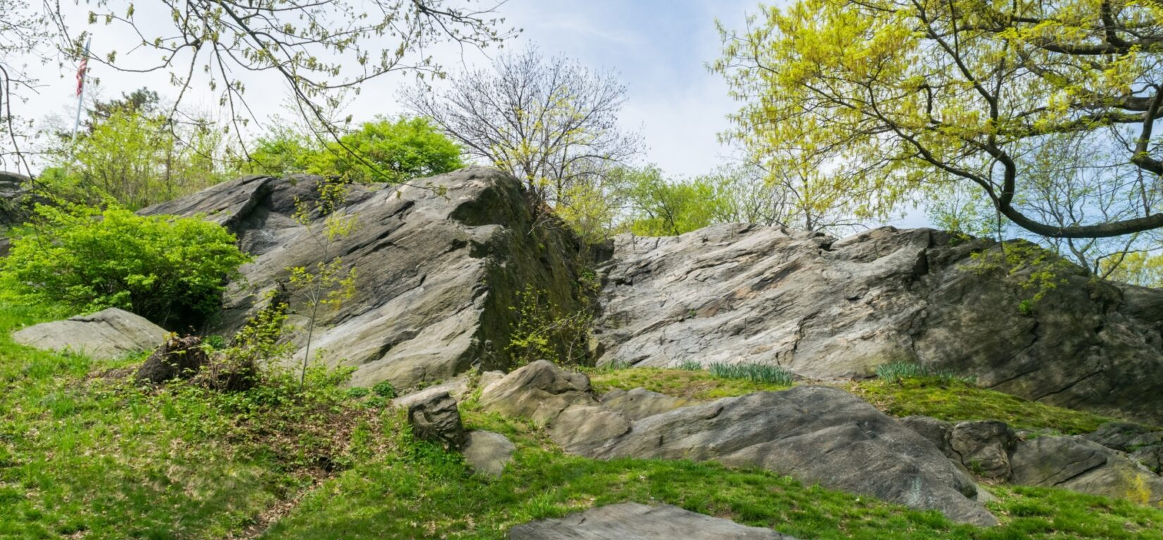A rocky outcropping typical of the Fort Landscape tour