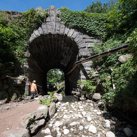 Workers dewatering the Glan Span Arch