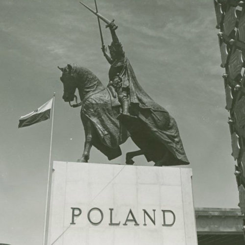 An historic photo of the statue in its original location